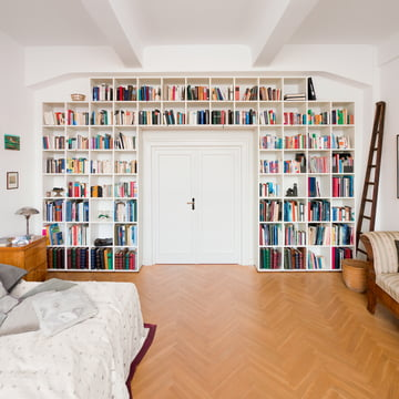 Flötotto - Shelving System 355, white - around the door