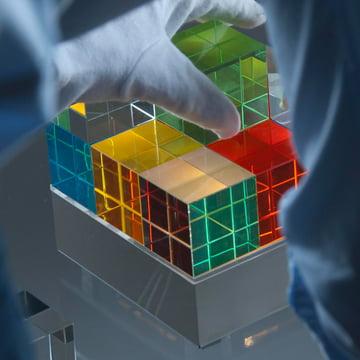 Tecnolumen - Cube Light, colours - with hand