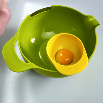 Joseph Joseph - Nest Mix, green Bowl with Egg Separator, top
