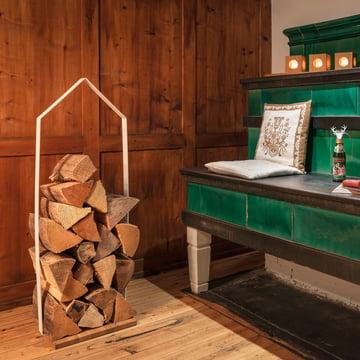 Design im Dorf - Wooden hut fireplace wood holder