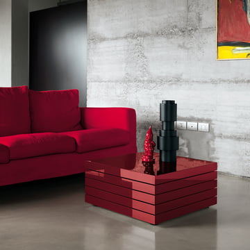 Fancy coffee table in red