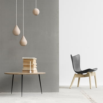 Shell Lounge Chair by Mater made of soaped oak and black leather
