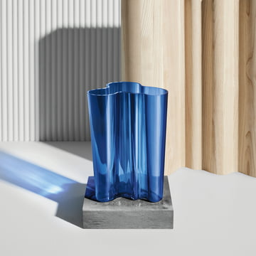 Aalto vase Finlandia by Iittala in ultramarine blue