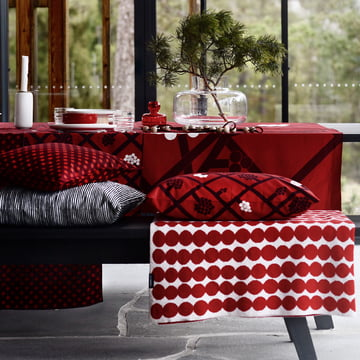 Spaljé Cushion Cover  40 x 60 cm and bBanket by Marimekko in Red