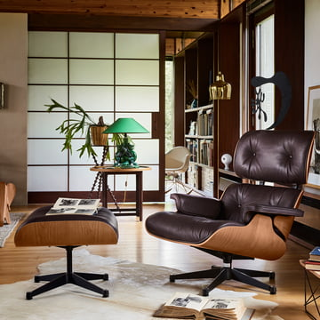 Vitra - Lounge Chair & Ottoman, polished / black sides, american cherrywood / chocolate (classic)