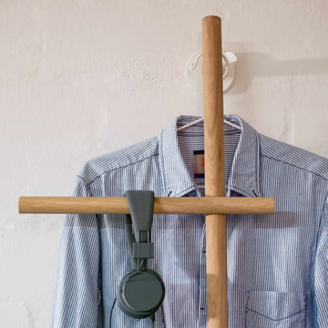 kommod - Wendra Hand Towel Holder / Leaning Coat Rack with Clothes