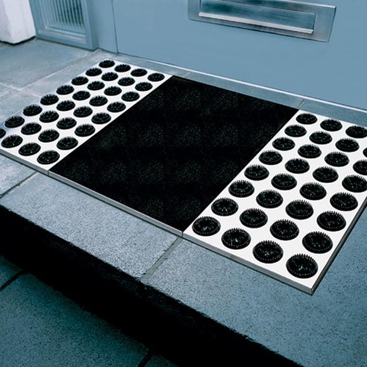 Clean Soles with the Radius Design feet-back II doormat