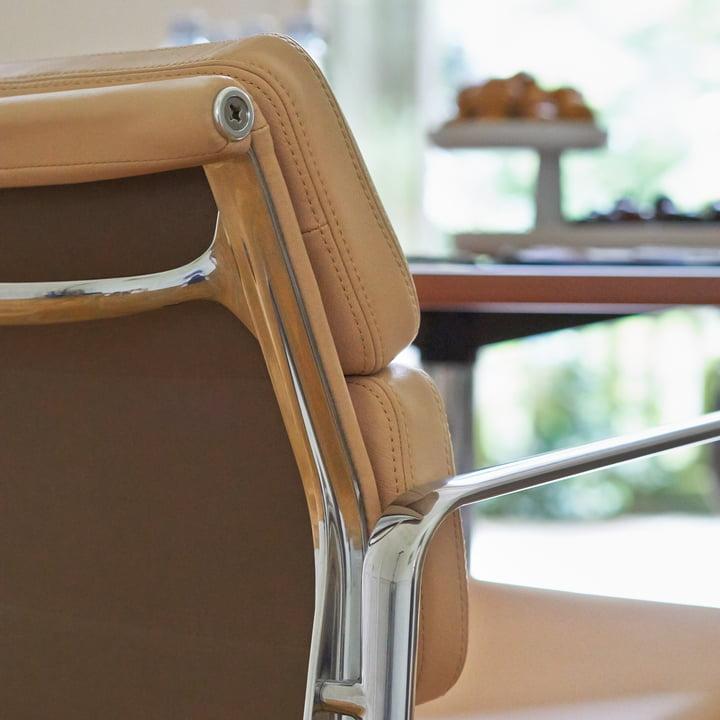 Vitra - Soft Pad Chair EA 217, Close-up Armrest