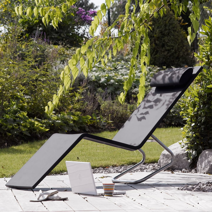 MVS Chaise by Vitra with pillow