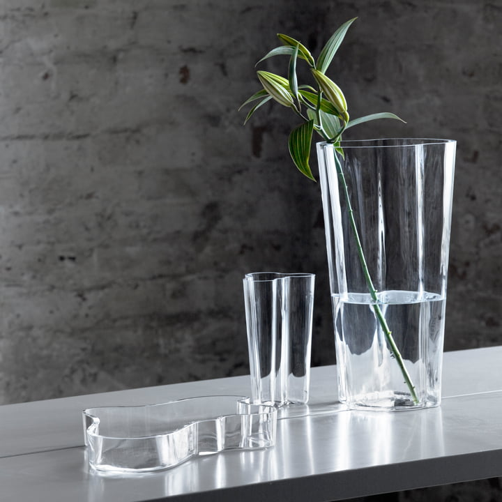 Iittala - Aalto group on the table with flower