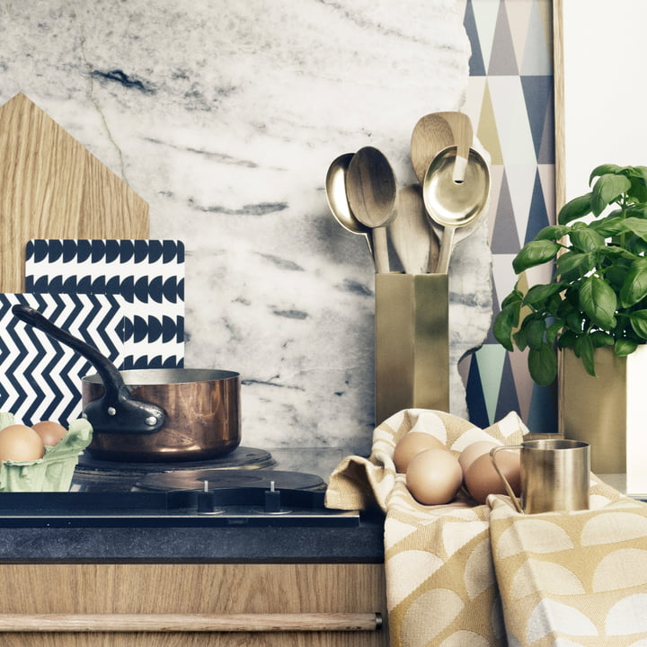 Shiny is fashionable: shimmering metals and geometric shapes