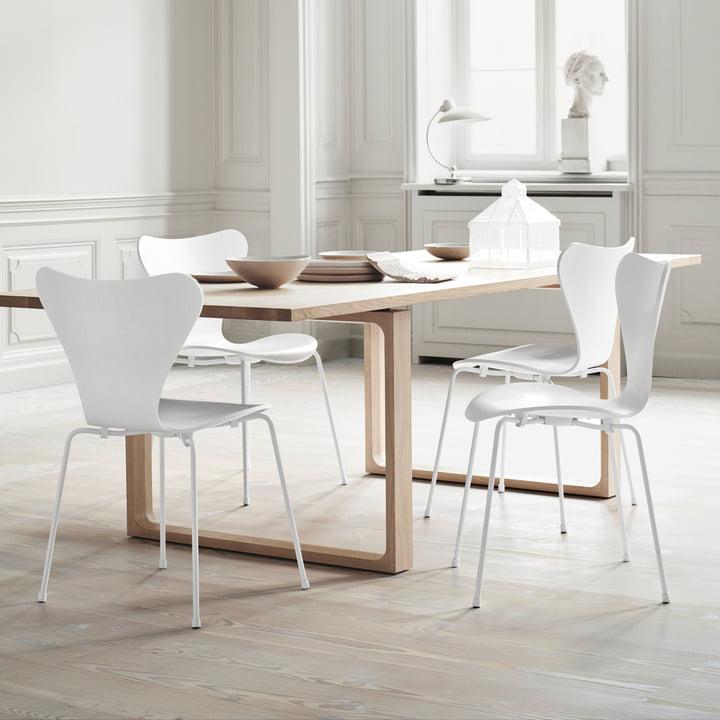 Fritz Hansen - Series 7 Chair, monochromatic white