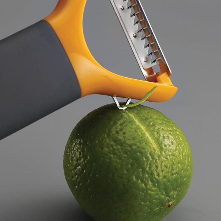 Multi-peel Julienne with fluting knife
