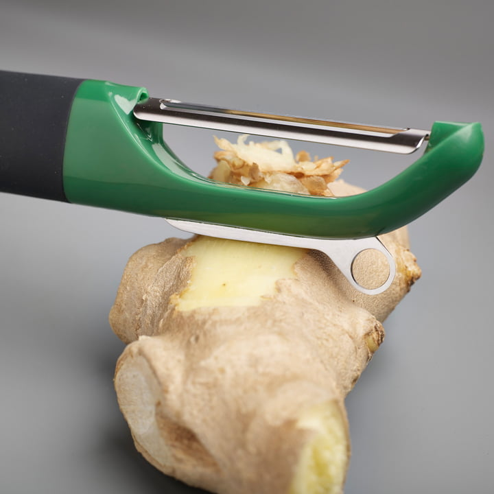 Multi-peel with smooth blade and scrapping edge