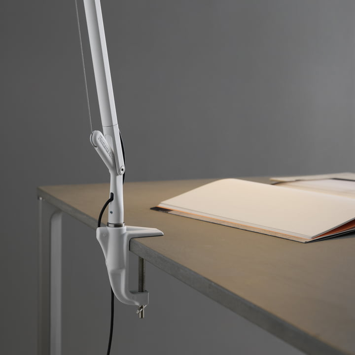 Space-saving installation with table clamp