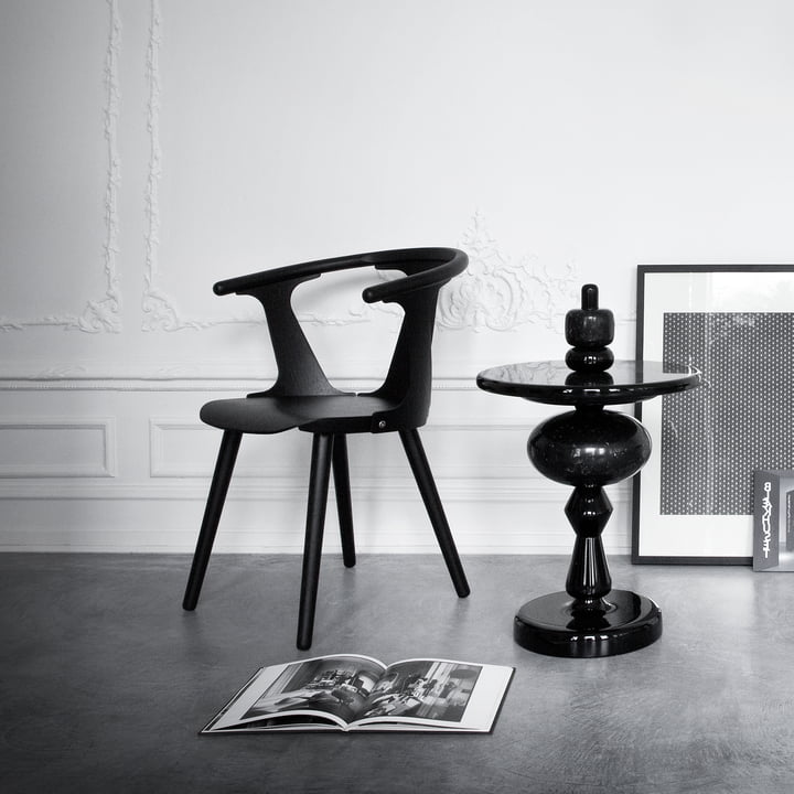 Shuffle table MH1 and the In Between Chair SK1 by &tradition