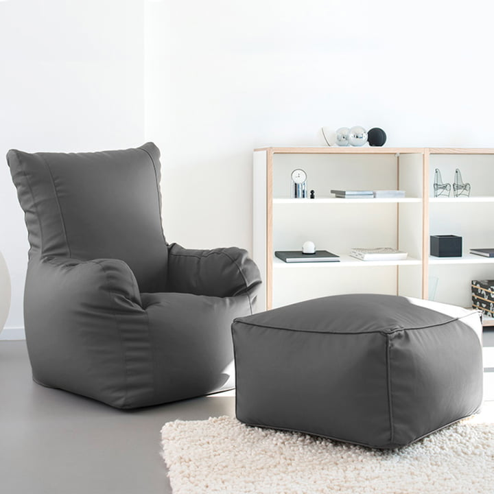 Checker XL Armchair with high backrest and Table by Sitting Bull