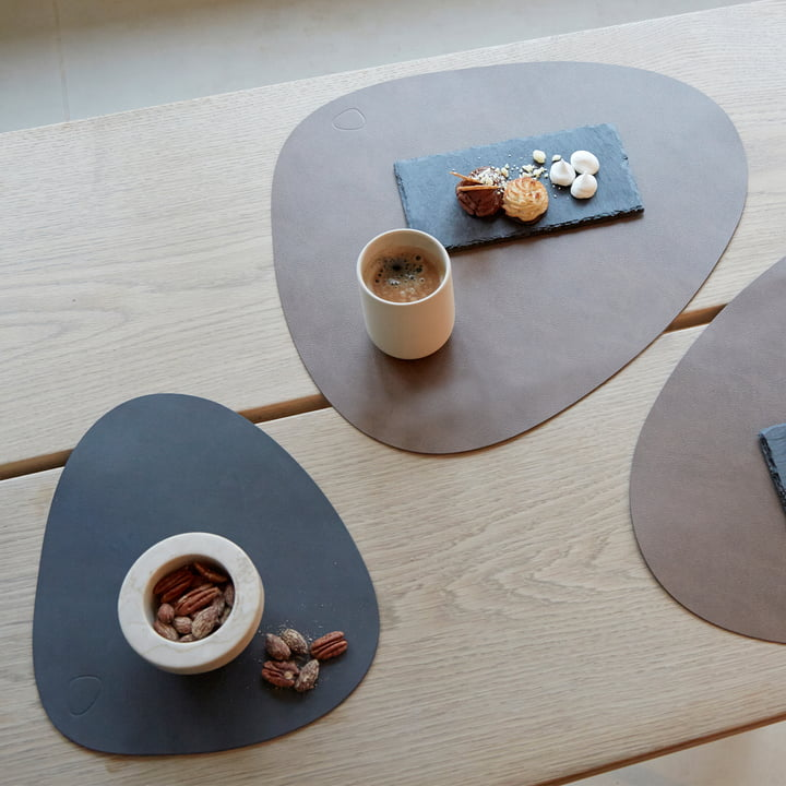 Table set by LindDNA in different colors and sizes