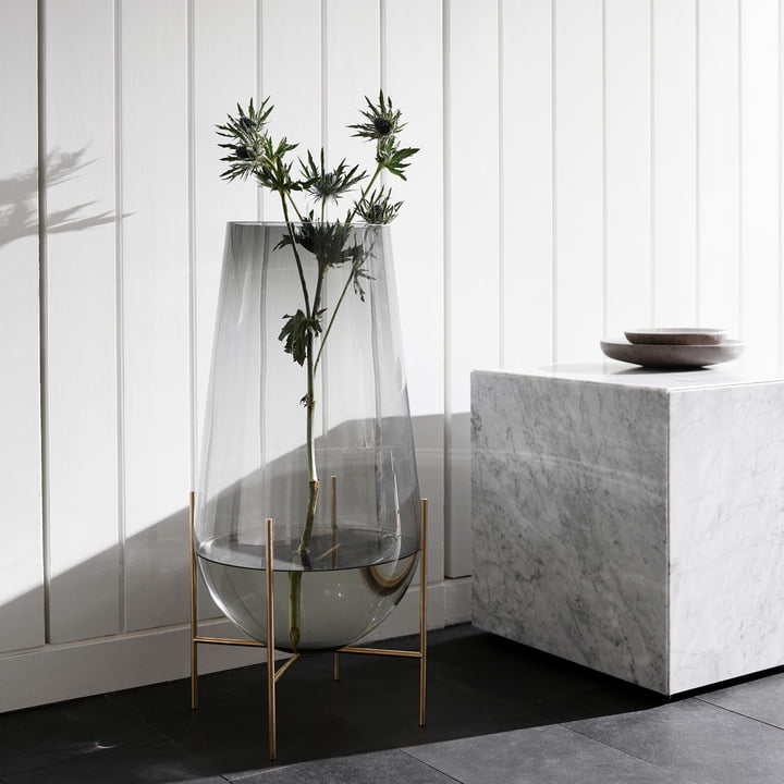 Échasse vase and Plinth Cubic table by Menu
