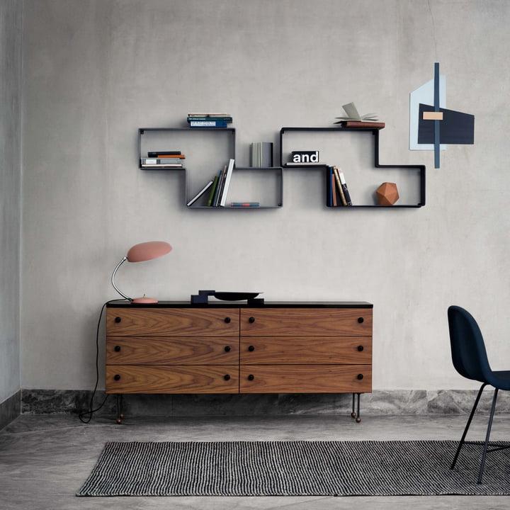 Dédal Bookshelf with Cobra Table Lamp GM2 by Gubi