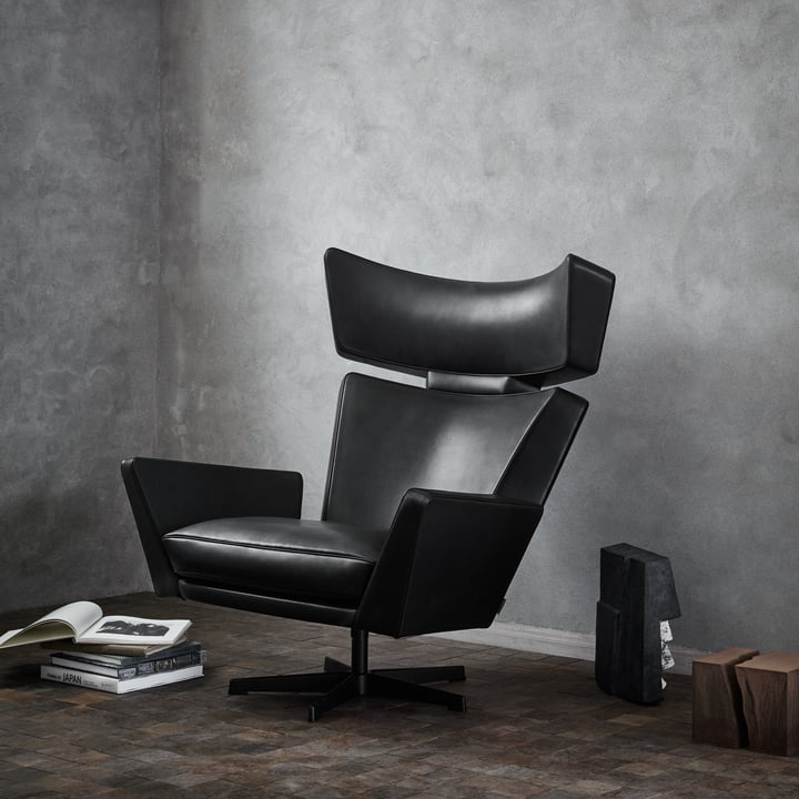 Fritz Hansen - Oksen Armchair in Front of a Concrete Wall