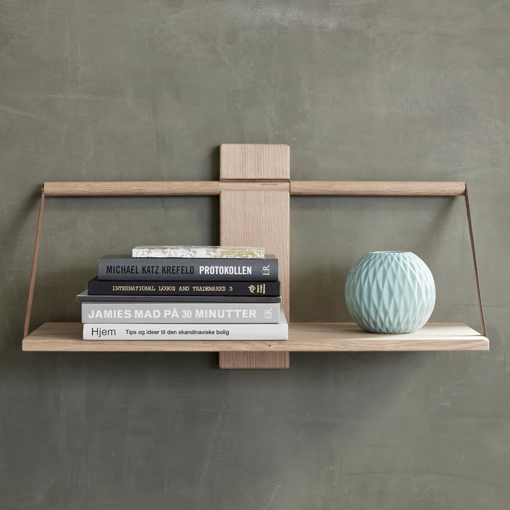 The Andersen Furniture - Wood Wall Hanging Shelf, Oak Decorated with Books and Vases