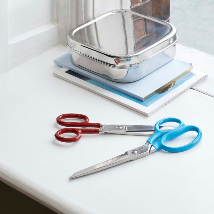 The Hay - Grip Scissors M, Red / L Scissors, Blue on the Desk