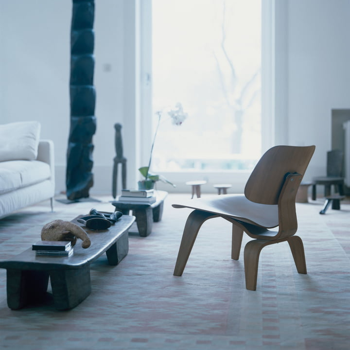 Vitra - Plywood Group LCW in the Living Room