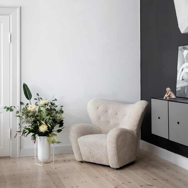 Cube vase Nolia with The Tired Man armchair by Lassen